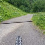 Diese Schwellen gilt es bei der Abfahrt sorgfältig zu überfahren.