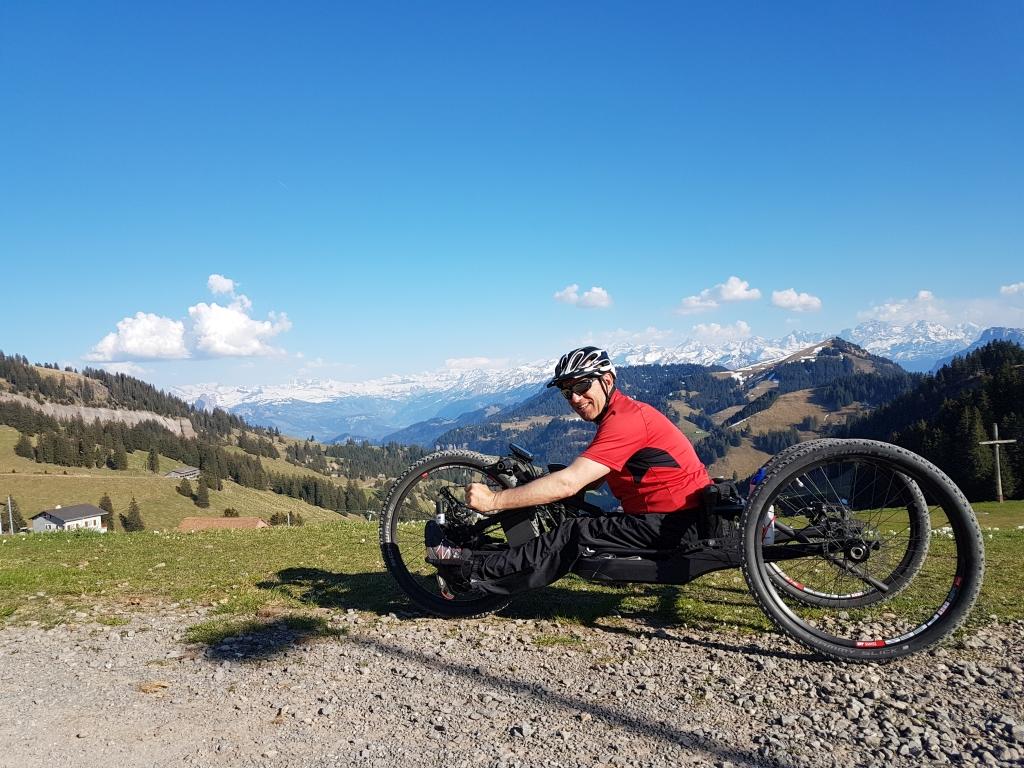 Andreas Gautschi auf Rigi Staffel, mit dem Hanbike